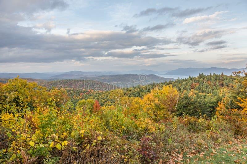 Vista para o norte no lago George Region fotografia de stock royalty free