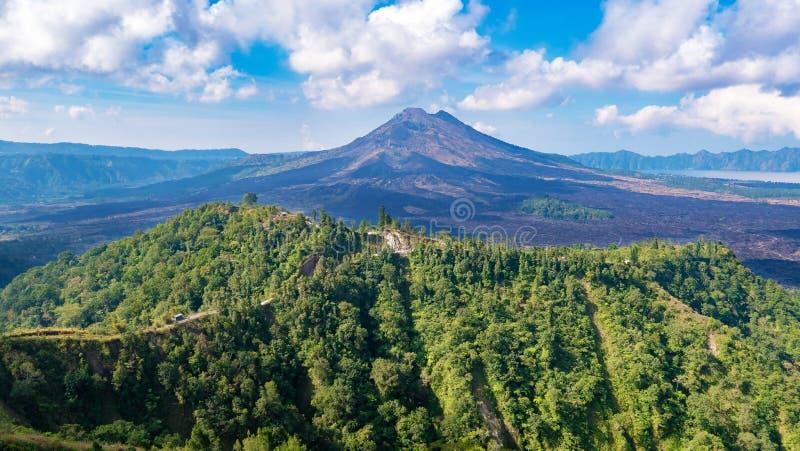 Vista para o vulcão Gunung Batur em Bali imagens de stock