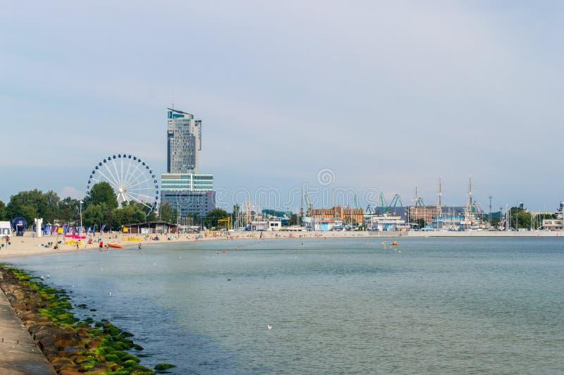 Vista para a praia em Gdynia foto de stock