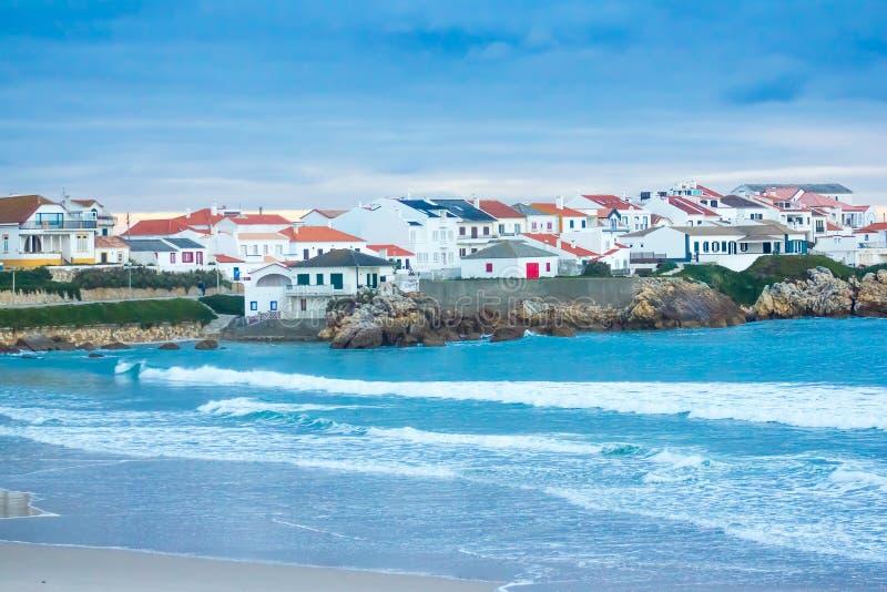 Vista parcial del pueblo y de la playa del norte de Baleal, Peniche, Portugal de Baleal foto de archivo