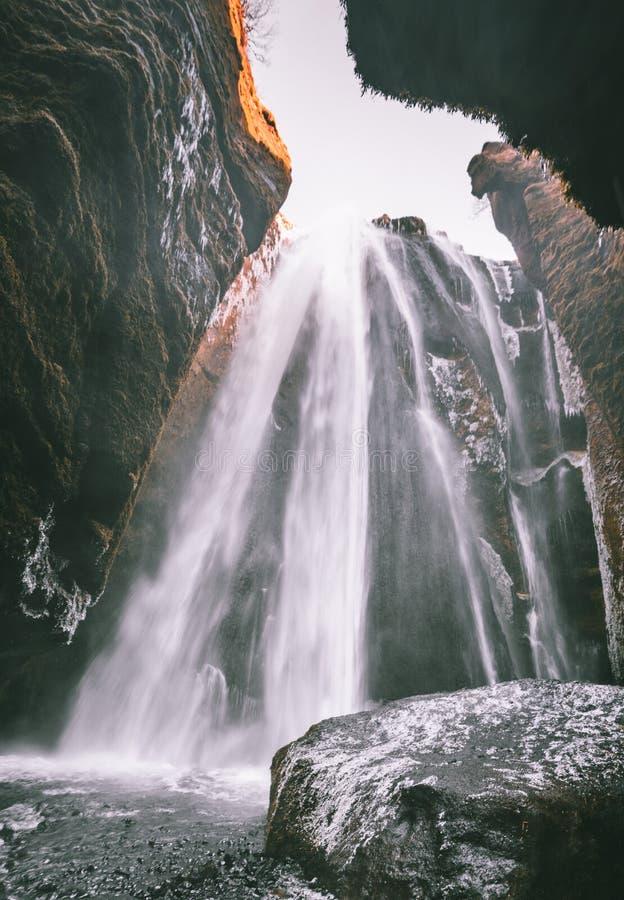 Vista perfecta de la cascada potente famosa de Gljufrabui Caída de Seljalandsfoss de la ubicación, Islandia, Europa Imagen escéni foto de archivo