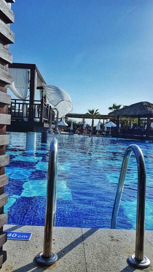 Vista perfeita do bungalow da nadada-Acima com acesso direto da associação fotos de stock royalty free