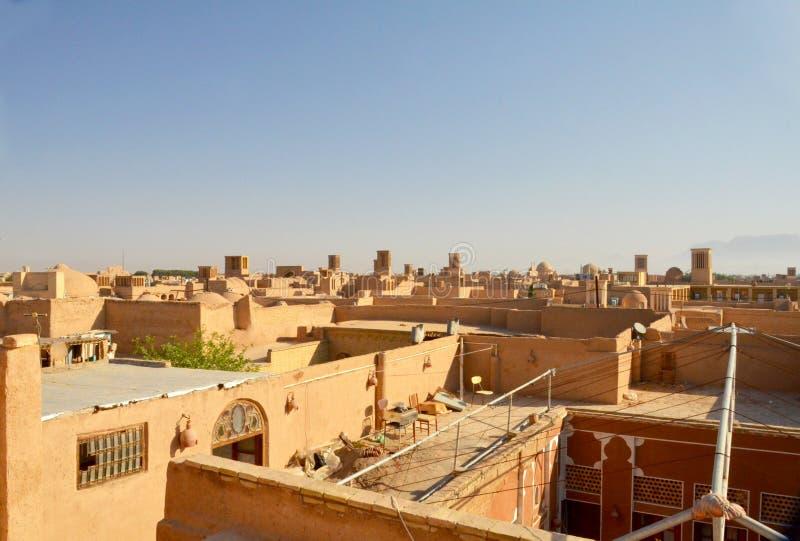 Vista più di Yazd, Iran - famoso per le sue torri del vento immagine stock