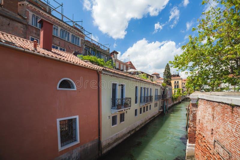 Vista piacevole al canale a Venezia fotografia stock