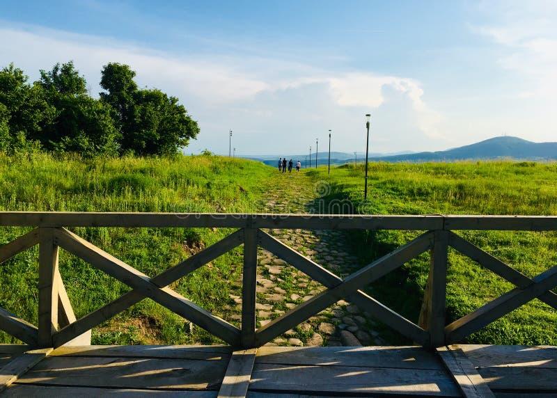 Vista piacevole dal castrum romano di Porolissum dalla Transilvania, Romania immagine stock