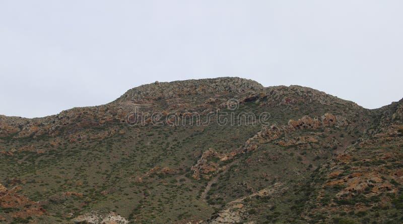 Vista piacevole della montagna rocciosa fotografie stock libere da diritti