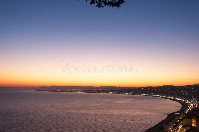 Vista piacevole di notte della spiaggia, Francia fotografie stock libere da diritti