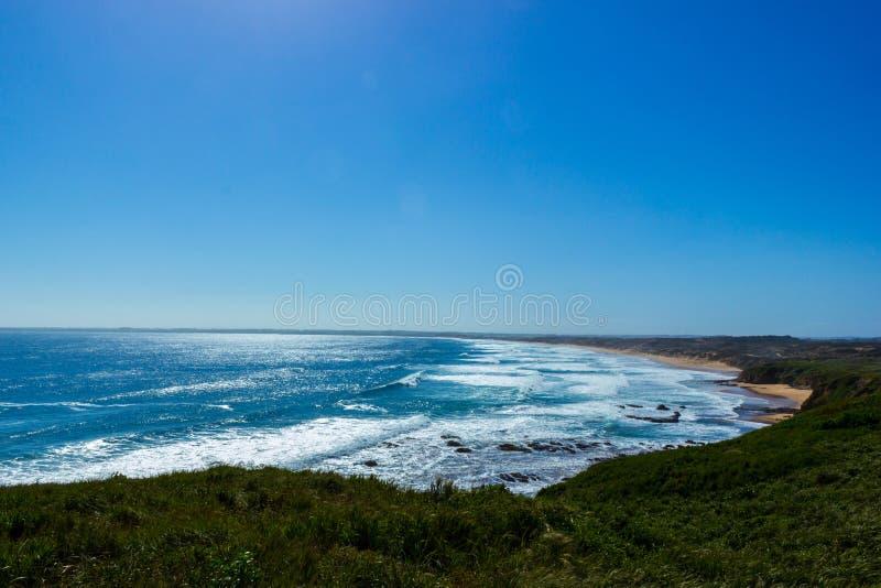 vista piacevole sopra la spiaggia un giorno soleggiato, isola di Woolamai di philip immagini stock libere da diritti
