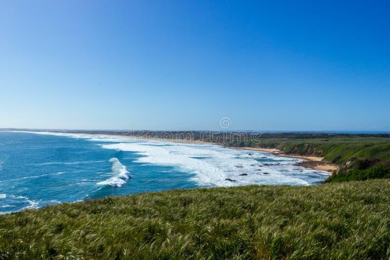 vista piacevole sopra la spiaggia un giorno soleggiato, isola di Woolamai di philip immagine stock