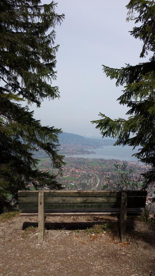 Vista piacevole sul Tegernsee in Baviera fotografia stock