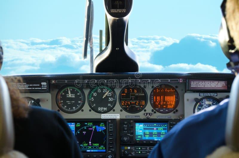 Vista piana della cabina di pilotaggio mentre in volo fotografia stock