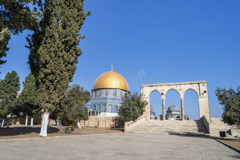 Vista pitoresca à abóbada da rocha, santuário islâmico situado no Temple Mount na cidade velha do Jerusalém Bonito imagem de stock