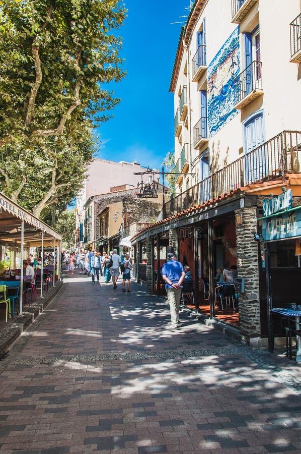 Vista pitoresca das ruas de Collioure, França fotografia de stock royalty free
