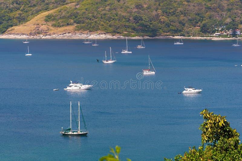 Vista pitoresca do mar calmo e da linha costeira fotografia de stock
