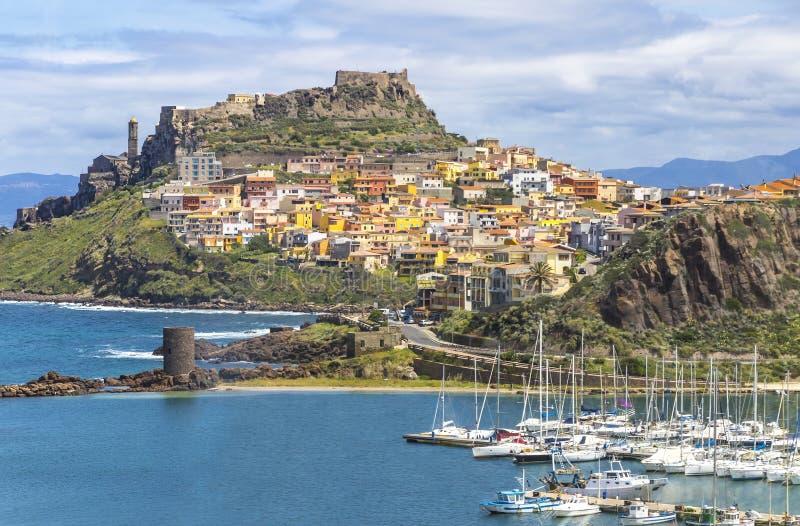 Vista pittoresca della città medievale di Castelsardo, Sardegna, Italia immagini stock