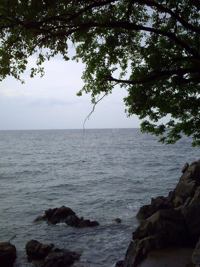 Vista pittoresca della spiaggia vicino a Opatija, Croazia fotografie stock libere da diritti