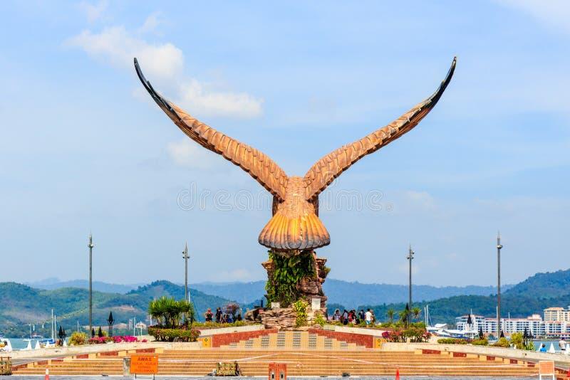 Vista posterior de la escultura de Eagle foto de archivo