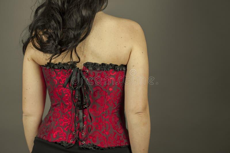 Vista posterior de la mujer con el pelo largo y el corsé rojo fotos de archivo libres de regalías