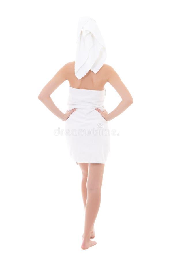 Vista posterior de la mujer hermosa joven envuelta en la toalla aislada encendido fotos de archivo libres de regalías