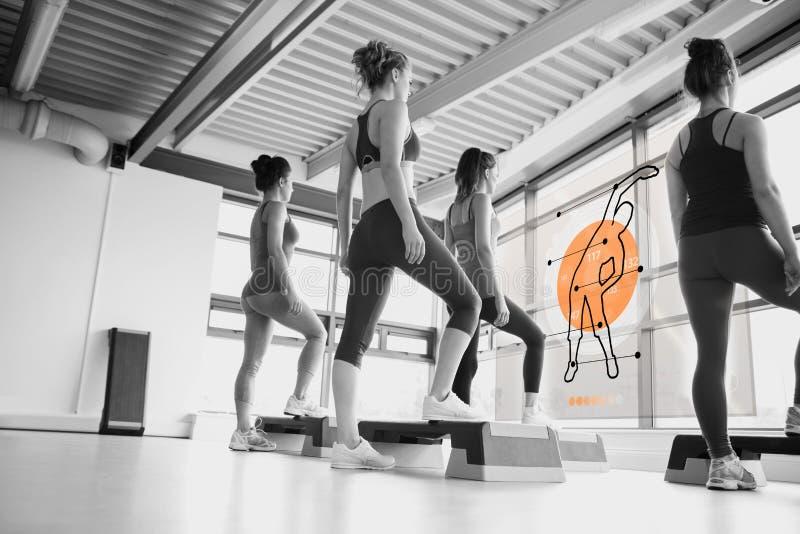 Vista posterior de las mujeres que hacen ejercicio con el interfaz futurista libre illustration