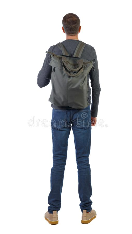 Vista posterior de un hombre con una bolsa verde imagenes de archivo
