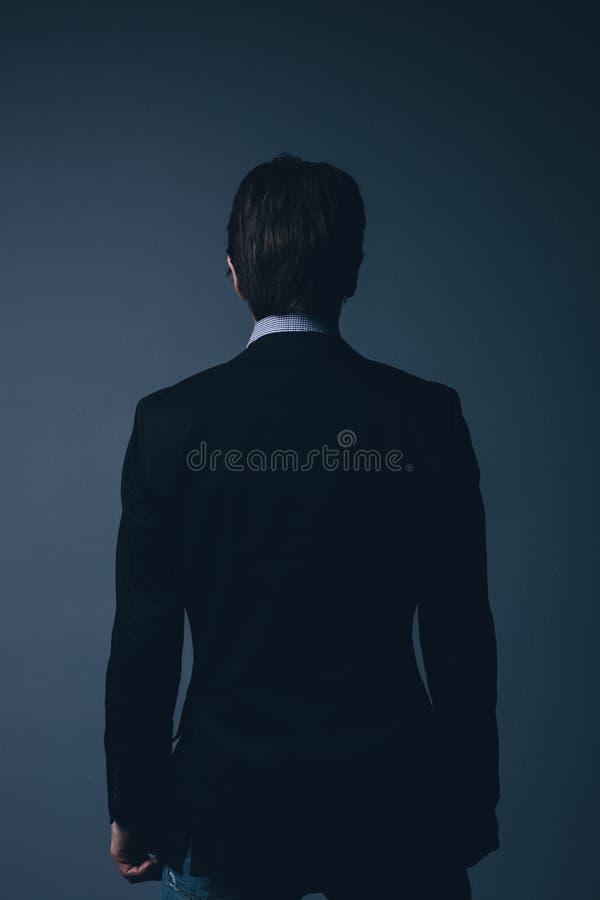 Vista posterior de un hombre de negocios elegante foto de archivo libre de regalías