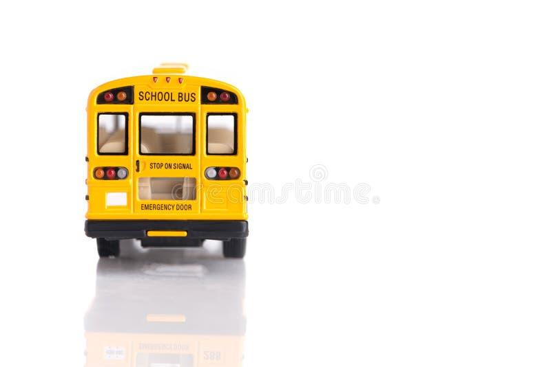 Vista posterior del juguete amarillo del autobús escolar hecho del plástico y del metal imagen de archivo libre de regalías