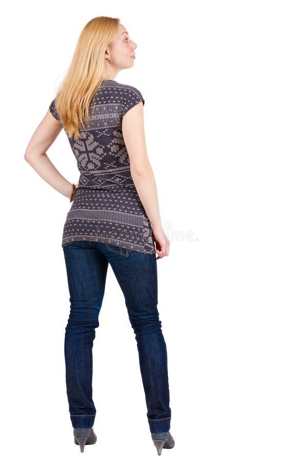 Vista posteriore di stare bella donna bionda sorridente fotografia stock libera da diritti