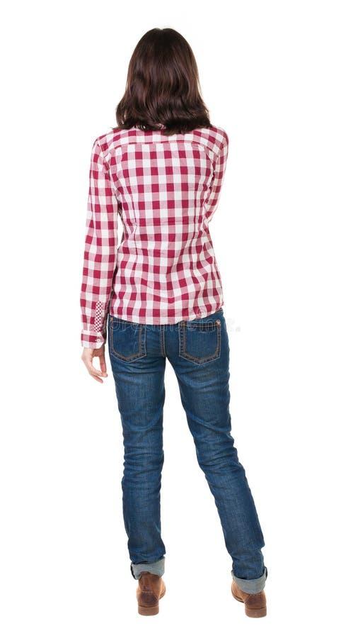 Vista posteriore di stare giovane bella donna castana in camicia fotografia stock libera da diritti