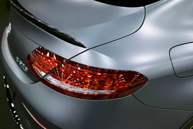 Vista posteriore di un coupé 2017 di Mercedes Benz C 63s AMG Faro fronte Colore scuro di Matt Dettagli di esterno dell'automobile fotografia stock