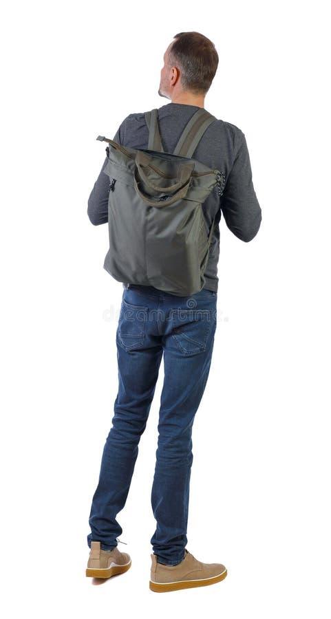 Vista posteriore di un uomo con una borsa verde fotografia stock