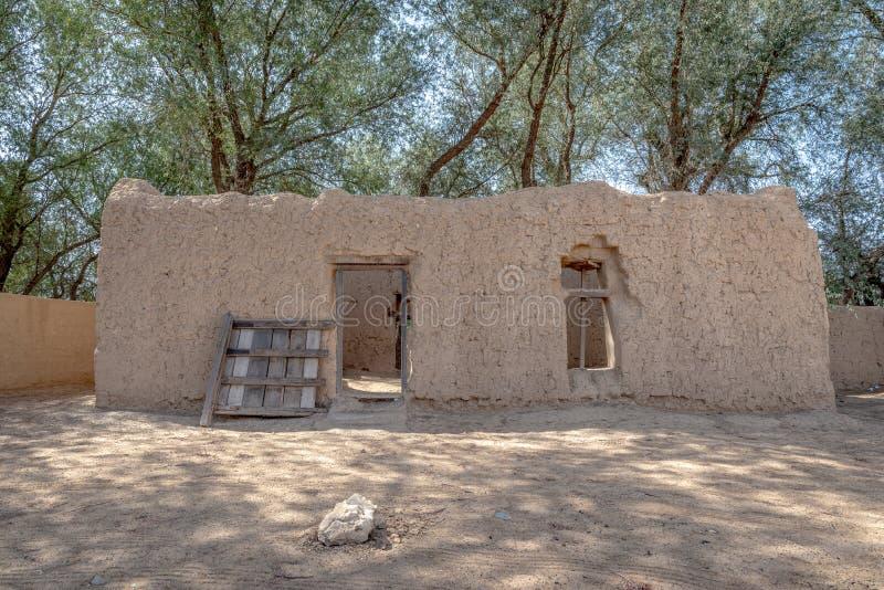 Vista próxima da casa de Al Dahiri em Al Qattara Oasis, Al Ain imagens de stock