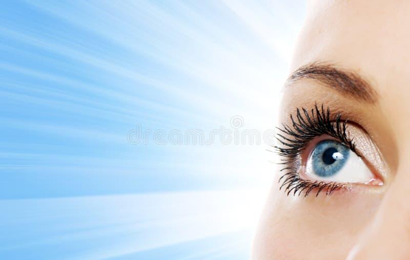 Vista próxima do olho da mulher foto de stock royalty free