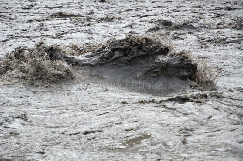 Vista próxima do rio afluente de Nepal da montanha fotografia de stock royalty free