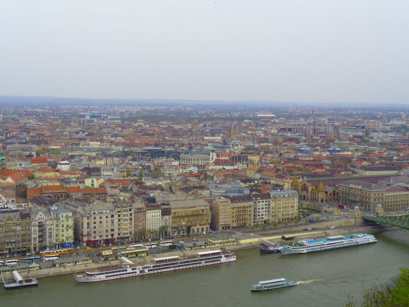 vista a Praga dalla montagna fotografia stock