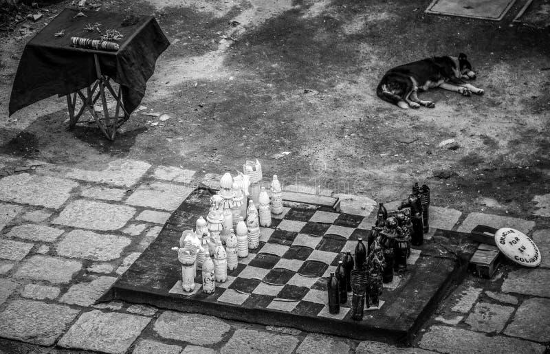 Vista preto e branco no quadrado principal do farol, Colonia del Scramento, Uruguai fotografia de stock royalty free