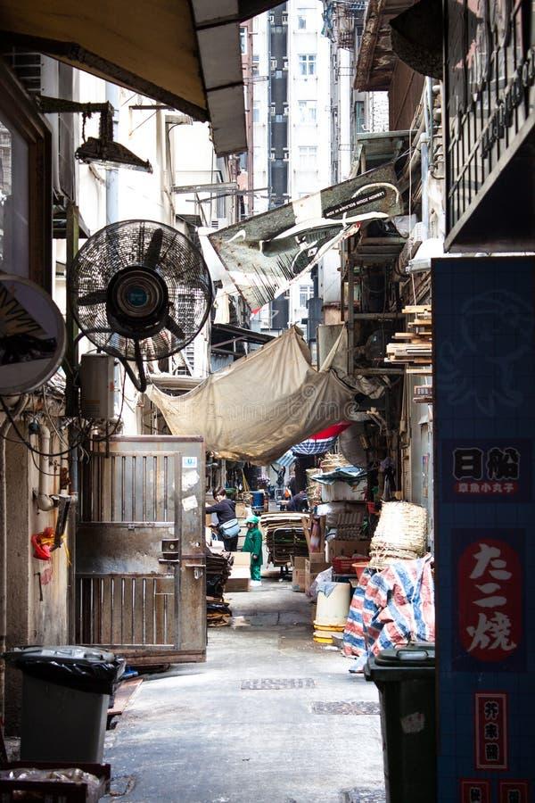 Vista profonda della via cinese sudicia fotografia stock