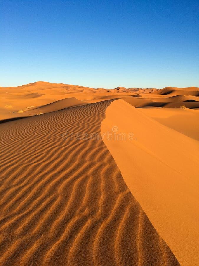 Vista que sorprende de las grandes dunas de arena en Sahara Desert, ergio Chebbi, Merzouga, Marruecos imagen de archivo