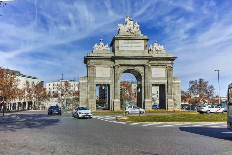 Vista que sorprende de Puerta de Toledo en la ciudad de Madrid fotos de archivo