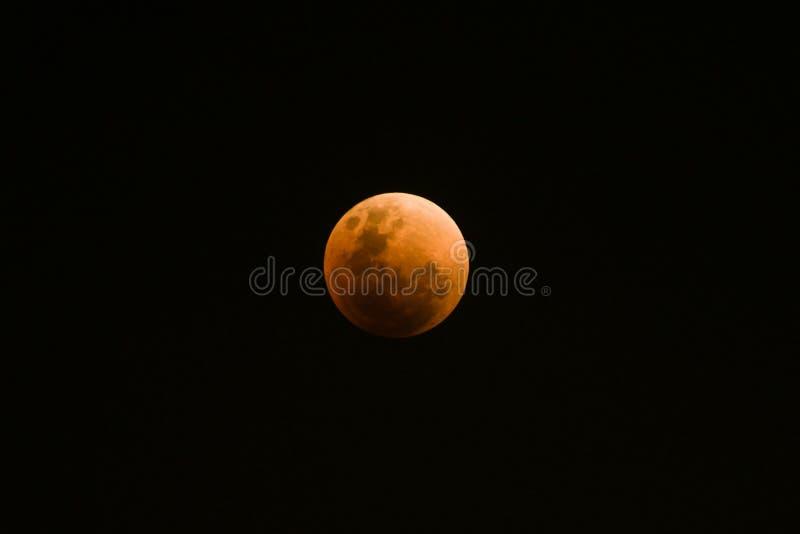 Vista rara de la luna estupenda de la sangre azul imagen de archivo