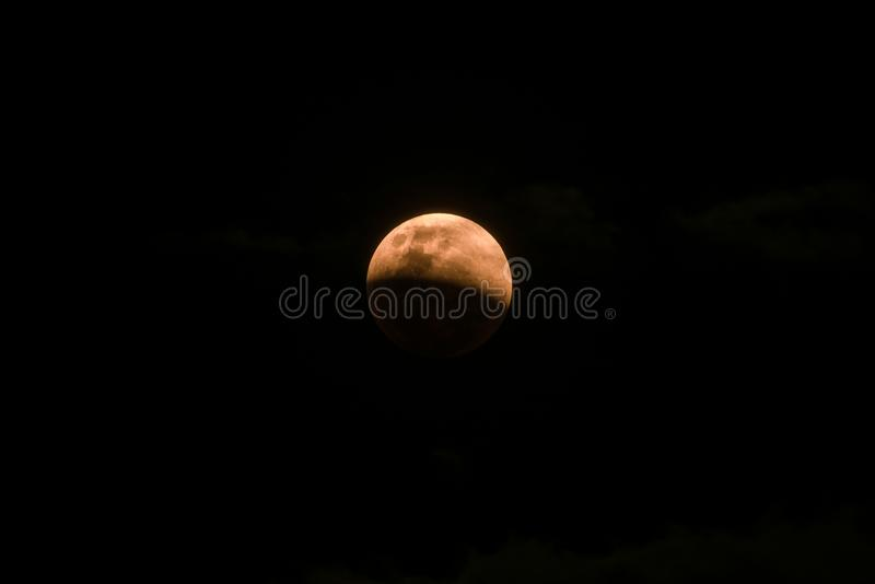 Vista rara de la luna estupenda de la sangre azul foto de archivo
