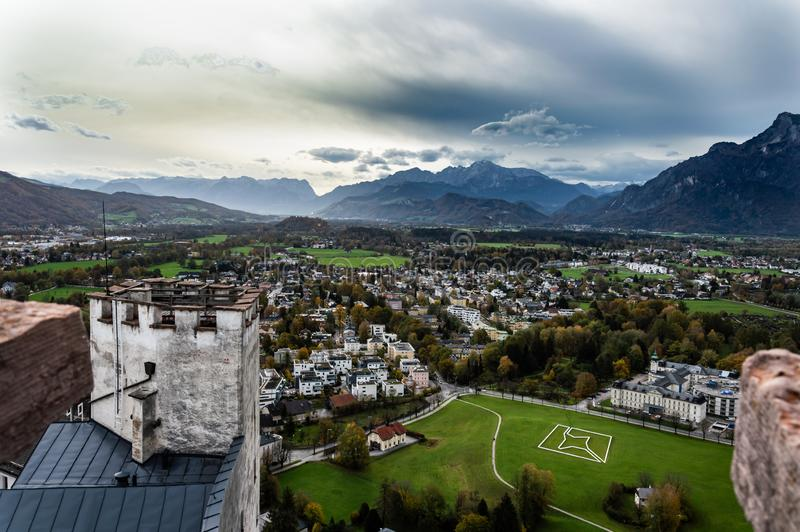 Vista a?rea da cidade hist?rica de Salzburg, ?ustria fotos de stock