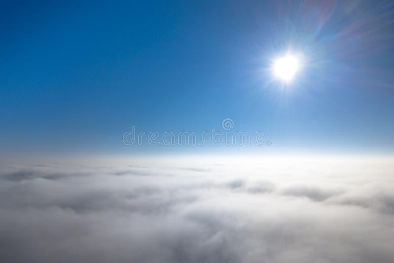 Vista a?rea das nuvens de acima fotos de stock