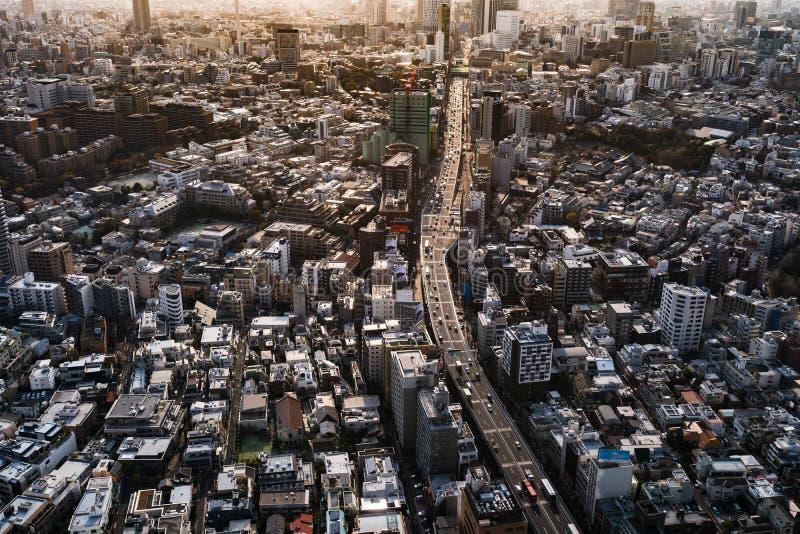 Vista a?rea de la autopista metropolitana no L?nea y ciudad, visi?n de 3 Shibuya desde Roppongi Hills Mori Tower foto de archivo libre de regalías