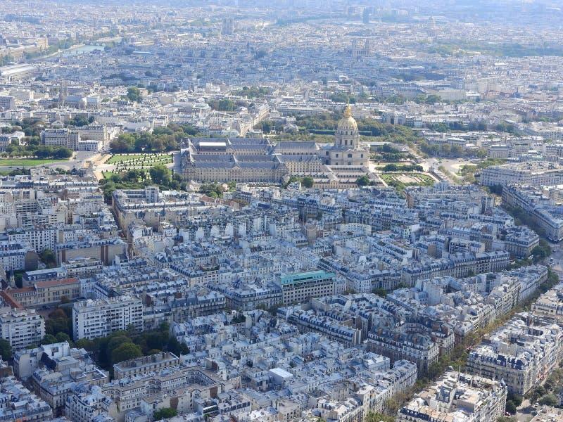 Vista a?rea de Paris da torre Eiffel que negligencia a casa de Invalides fotografia de stock royalty free