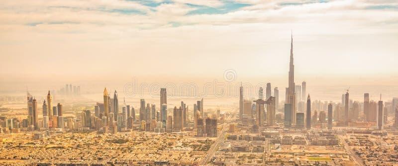 Vista a?rea panor?mica del horizonte de Dubai, UAE fotos de archivo