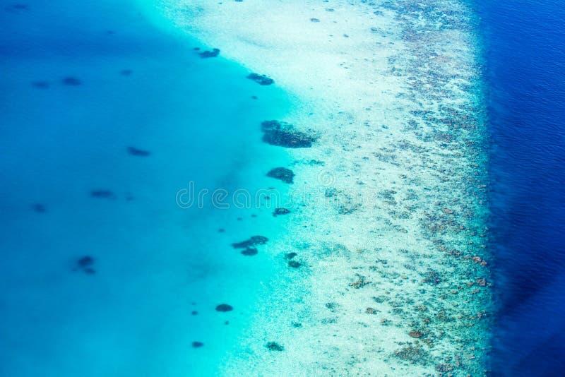 Vista regional de atolones maldivos, Eden en la tierra imagenes de archivo
