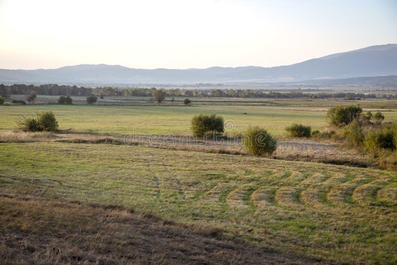 Vista regional na paisagem em algum lugar em Bulgária fotografia de stock
