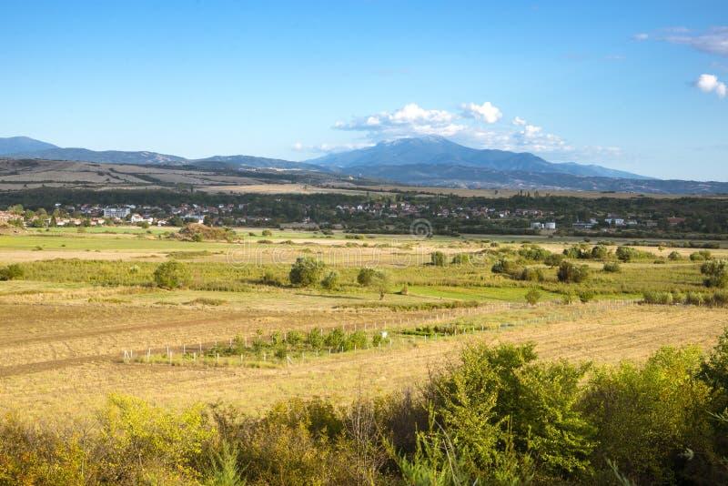 Vista regional na paisagem em algum lugar em Bulgária imagens de stock