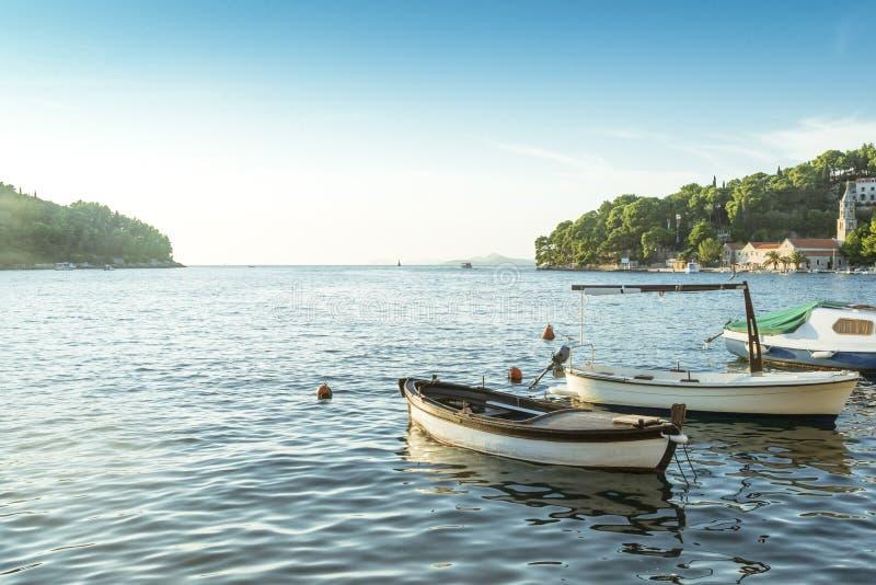 Vista regional no mar e litoral em Cavtat, Croácia foto de stock royalty free